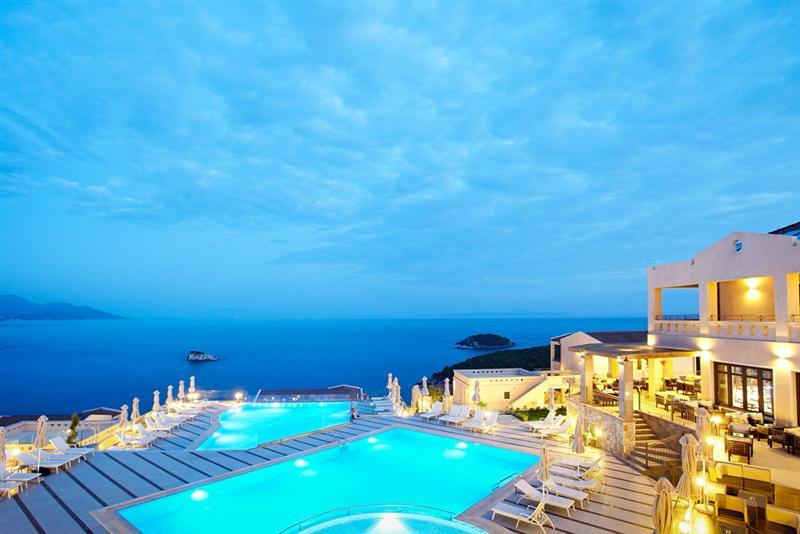 Voyage grece continentale sejour grece continentale for Piscine privee lille